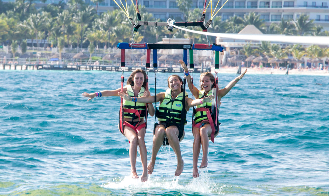 Parasailing bookings in Cancun